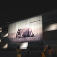 08 夜のノマディック美術館の外観です。